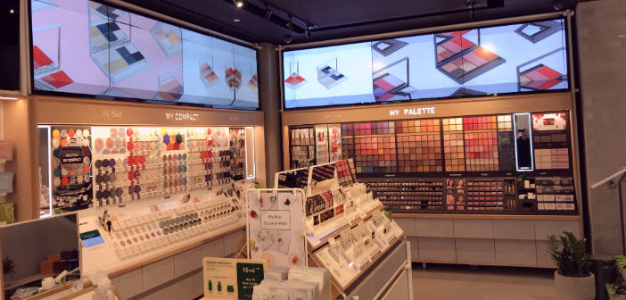 Digital Signage in a cosmetic shop