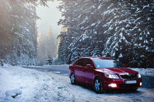 Publicité voiture sous la neige
