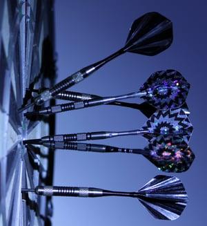 black-and-white-bull-s-eye-dartboard-70459 (1)