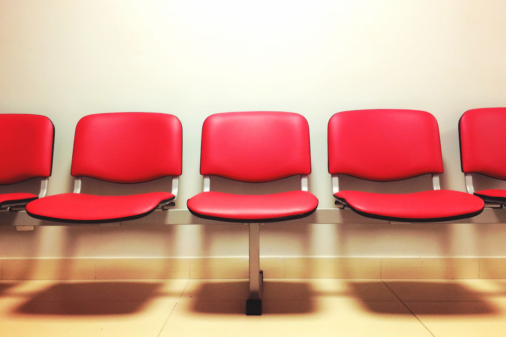 seats-waiting-room-9585